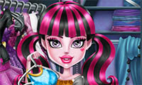 Dressing Monster High