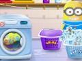 Bayi Minion Mencuci Pakaian