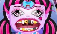 Bebé monstruito en el dentista