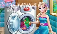 Elsa Mencuci Pakaian