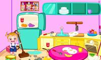 La bebé Hazel limpia la cocina