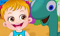 Bébé Hazel au parc de dinosaures