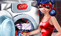 Lavando los trajes de Ladybug