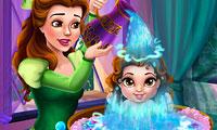 Belle baña a su bebé